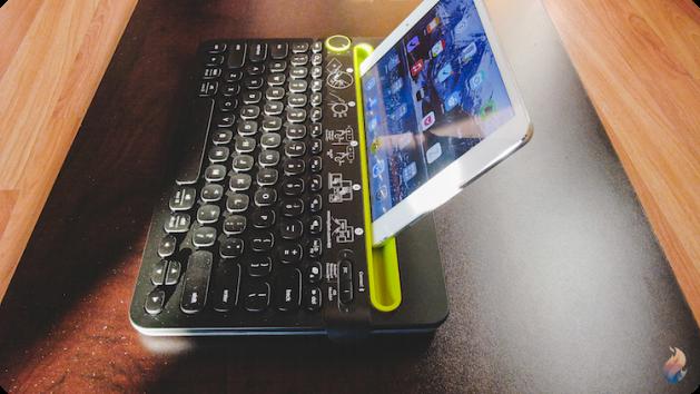 Logitech-keyboard-clavier-k480-poses